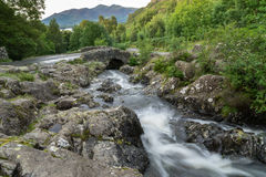 ASHNESS BRIDGE, LAKE DISTRICT/ENGLAND - AUGUST 30 : Ashness Brid Royalty Free Stock Photo