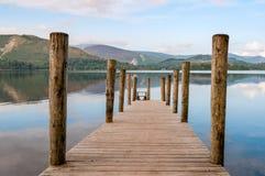Ashness brygga på Derwentwater i den engelska sjöområdesdurien Fotografering för Bildbyråer