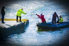 ashore приходящ Стоковая Фотография