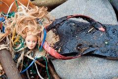 ashore tvättad flotsamoljespill Arkivbilder