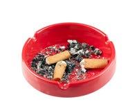 ashtray бодает красный цвет сигареты пластичный Стоковая Фотография RF