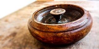 Ashtray сделанный из древесины стоковые фотографии rf