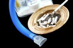 Ashtry sporco e macchina respirante Fotografie Stock Libere da Diritti