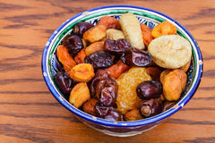 Asiático central frutos secados na bacia tradicional Imagens de Stock