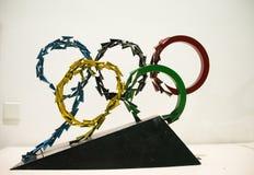 Asiático China, Pekín, ciencia china y museo de la tecnología, escultura interior, el anillo de los Juegos Olímpicos cinco fotos de archivo libres de regalías
