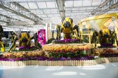 Asiático China, Pekín, disposición de ŒLandscape del ¼ de Carnivalï de la agricultura, abeja de la historieta Fotos de archivo