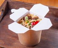 Asiático de la carne de vaca de los tallarines del udon de la comida imágenes de archivo libres de regalías