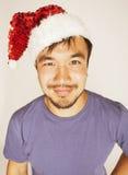 Asiático exótico Papá Noel de Funy en la sonrisa roja del sombrero de los Años Nuevos Fotografía de archivo