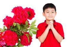 Asiático Little Boy que le desea Año Nuevo chino feliz con Congrat Imágenes de archivo libres de regalías