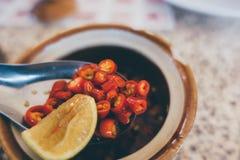 Asiático poca salsa de chile roja Imagenes de archivo