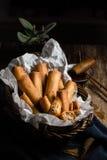 Asiático tradicional Fried Spring Rolls com molho de mergulho Imagens de Stock Royalty Free