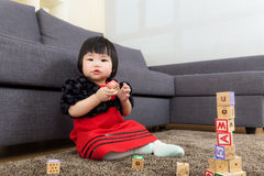 Asia baby girl built toy block Royalty Free Stock Photos