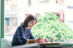 Asia business woman working  planning concept in a cafe. Royalty Free Stock Photo