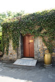 In Asia, China, Beijing, the Summer Palace, green vines, hut, the red door Royalty Free Stock Photos
