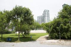 Asia, China, Pekín, distrito financiero central de CBD, parque histórico y cultural de CBD, espacio verde y edificio Imagenes de archivo