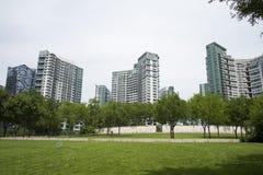 Asia, China, Pekín, distrito financiero central de CBD, parque histórico y cultural de CBD, espacio verde y edificio Imagen de archivo