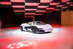 Asia China, Pekín, exposición internacional del automóvil 2016, sala de exposiciones interior, coche de deportes eléctrico, el fu Foto de archivo libre de regalías