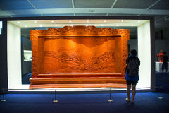 Asia China, Pekín, Museo Nacional, sala de exposiciones interior, lacquerware tallado, pantalla Foto de archivo