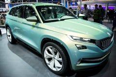 Asia China, Pekín, exposición internacional del automóvil 2016, sala de exposiciones interior, coches del concepto de SUV, vision Imágenes de archivo libres de regalías