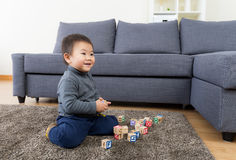 Asia little boy play toy block Royalty Free Stock Images