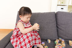 Asia little girl play toy block Royalty Free Stock Photos
