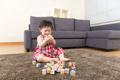 Asia little girl play wooden toy block Royalty Free Stock Photos
