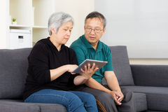 Asia old couple using tablet Royalty Free Stock Photos