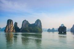 Asia, país de Vietnam Montañas Bahía larga de la ha Fotografía de archivo