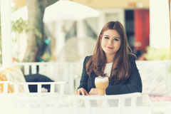 Asia young business woman in a cafe Royalty Free Stock Photos