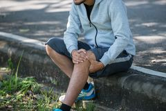 Asia young man runner has inflammation and swelling cause a pain royalty free stock photos