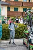 Asiago, Italië 27 Mei, 2017: Formolo Davide, Cannondale-Team, ontmoette zijn ventilators na een taai bergstadium stock foto