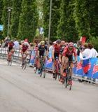 Asiago VI, Italien - Maj 27, 2017: Cyklister under de cykla rommarna Royaltyfri Fotografi