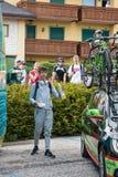 Asiago, Włochy Maj 27, 2017: Formolo Davide, Cannondale drużyna, spotykał jego fan po tym jak twarda halna scena Zdjęcie Stock