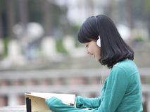 Asian beatiful student reading book in campus Royalty Free Stock Photography