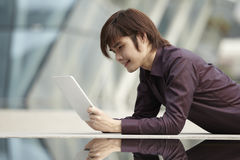 Asian Business man using an iPad Royalty Free Stock Photos