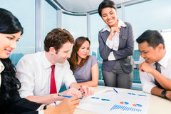 Asian Business people having meeting in office Royalty Free Stock Photos