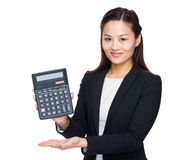 Asian business woman with calculator Royalty Free Stock Photography
