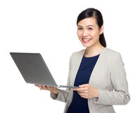 Asian business woman with laptop computer Royalty Free Stock Photography