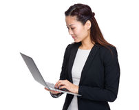 Asian business woman look at laptop computer Royalty Free Stock Photos