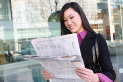 Asian Business Woman Reading Newspaper Royalty Free Stock Photos