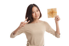 Asian business woman show victory sign with a gift box Royalty Free Stock Photography