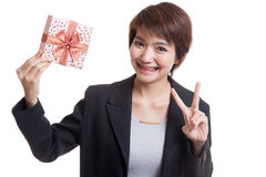Asian business woman show victory sign with a gift box. Stock Photos