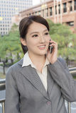 Asian business woman talking on smart phone Royalty Free Stock Photography