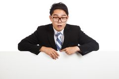 Asian businessman shocked behind blank banner Royalty Free Stock Photos