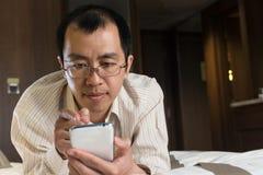 Asian businessman using cellphone Royalty Free Stock Photos