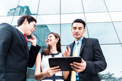 Asian businesspeople working outside Royalty Free Stock Images