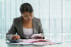 Asian businesswoman calculating bills Royalty Free Stock Photography