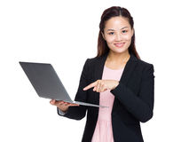 Asian businesswoman finger point to laptop Royalty Free Stock Photos