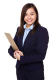 Asian businesswoman holding with clipboard Royalty Free Stock Photos