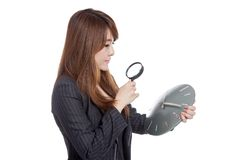 Asian Businesswoman look at a clock with magnifying glass Stock Photography